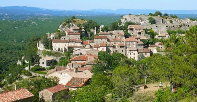 Banne : a village with outstanding character