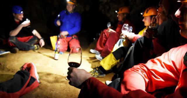Underground tasting in SpéléOenologie®