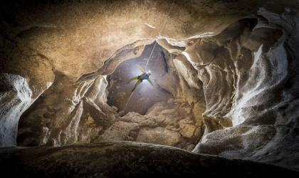 - Descente en rappel souterraine