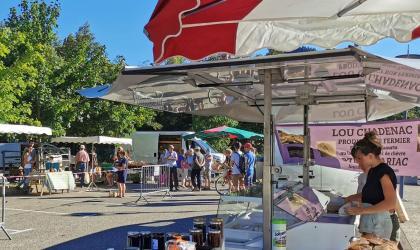 ©M.Cotta - Marché des producteurs et artisans locaux à Mariac