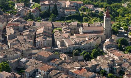 Tristan Zilberman - Visite guidée du village de Villeneuve de Berg