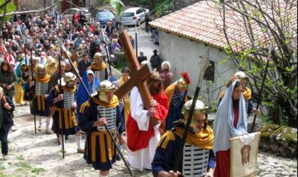 ©Les Amis du Calvaire et de Saint Bénézet - Burzet - Calvaire et la procession