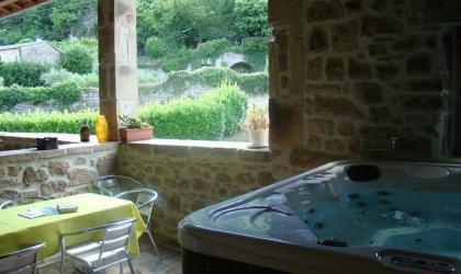 Gîtes de France - Jacuzzi sur terrasse couverte