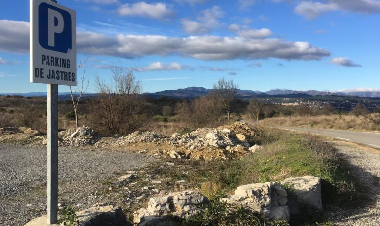 Office de Tourisme Berg et Coiron - Oppidum de Jastres - Parking proche de la Route Départementale