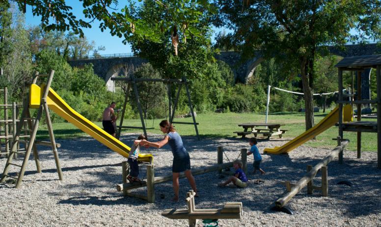 Camping les Arches - Camping les Arches à St Jean le Centenier - Aire de jeux