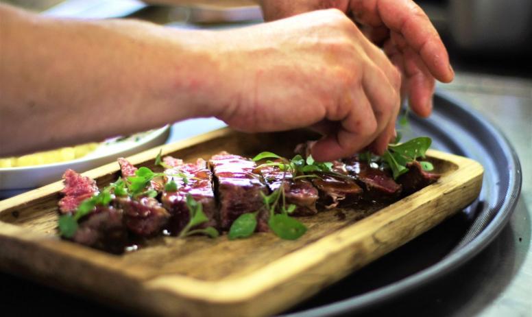 © Luigi Rubini - Le chef Jean Rubini en cuisne