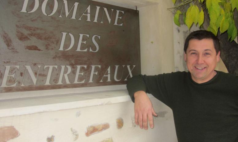 Domaine des Entrefaux - M. Tardy devant sa cave