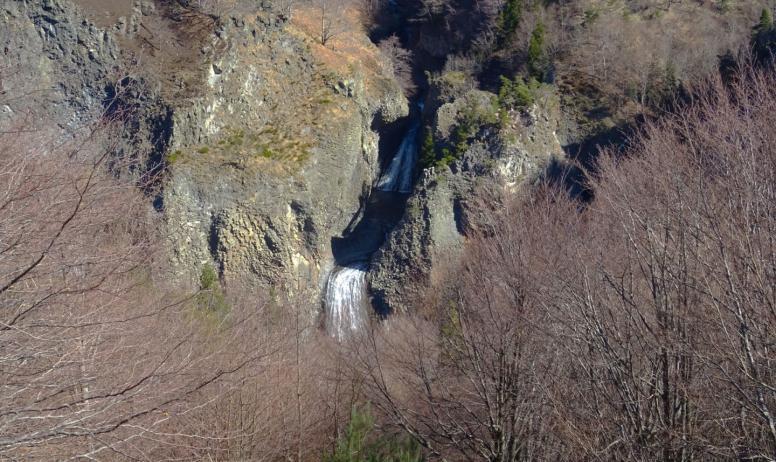 ©Maeva-lopez ©OTASV - Péreyres - Vue sur les cascades du Ray Pic depuis le belvédère- ©Maeva-lopez ©OTASV