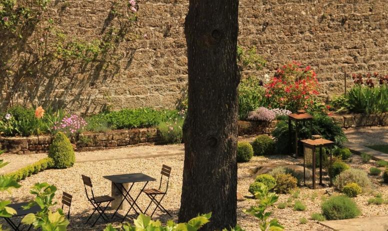 © La Villa des Charmilles - Un espace de détente au cœur du vaste parc paysagé