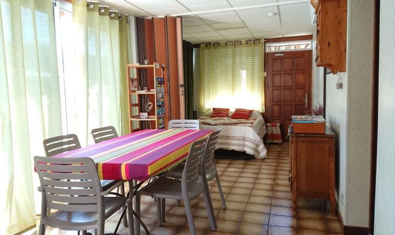 Clévacances - Coin repas, Vue sur Chambre 3, Climatisation