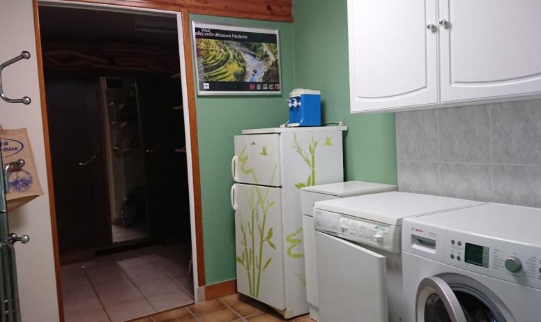 Clévacances - Buanderie: Lave linge, sèche linge, frigo appoint