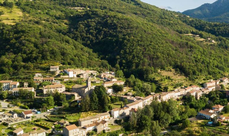 ©S.BUGNON - Saint-Pierre-de-Colombier - Vue générale-2-zoom église ©S.BUGNON