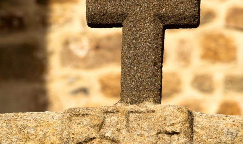 ©S.BUGNON - St-Pierre-de-Colombier - Croix vers l'église ©S.BUGNON