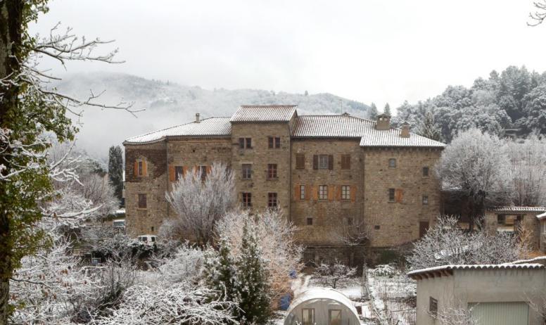 ©S.BUGNON - Jaujac - Le château de Castrevieille en hiver ©S.BUGNON