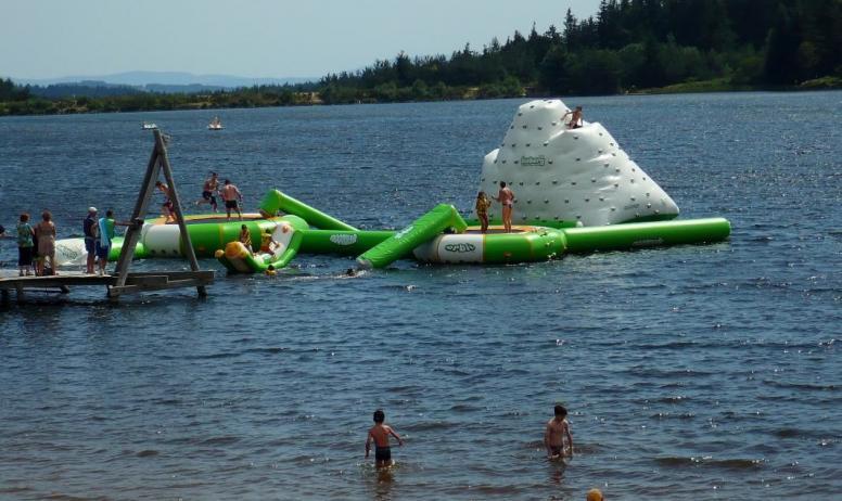 Gîtes de France - Plage et baignade au lac de Devesset à 5 km