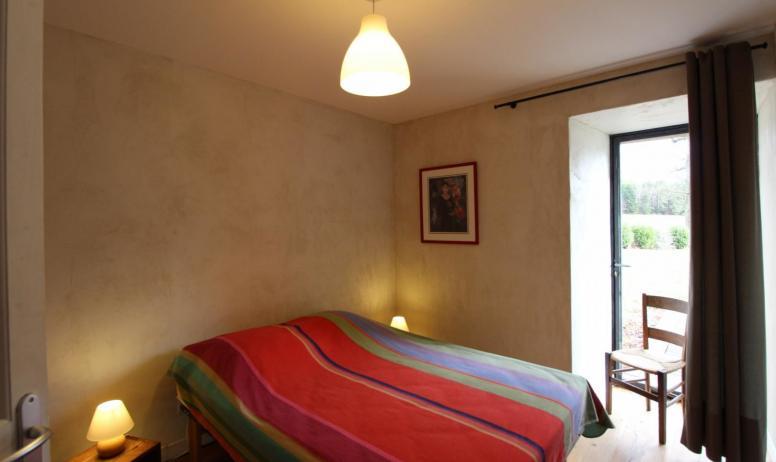 Gîtes de France - Autre vue de la chambre au lit en 140 cm