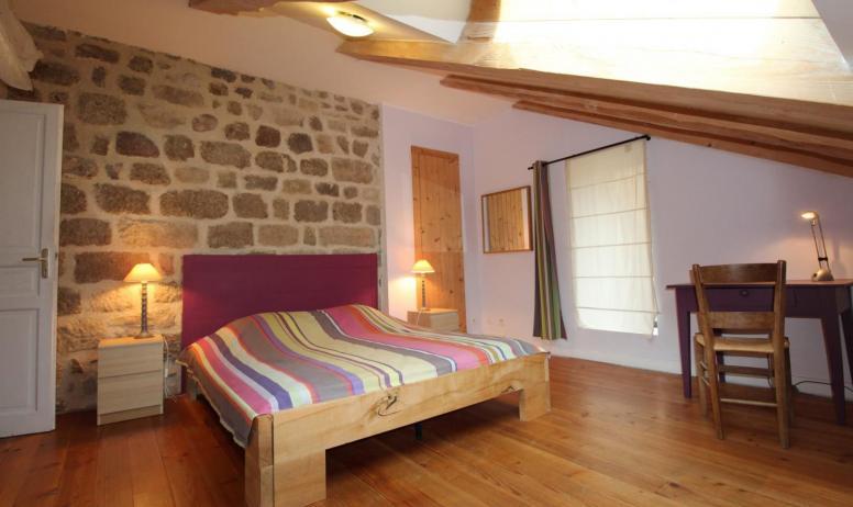 Gîtes de France - Chambre mansardée au lit en 160 cm X 200 cm