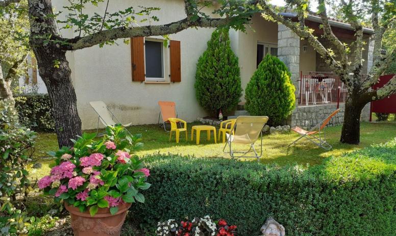 Gîtes de France - extérieur - maison jaune -