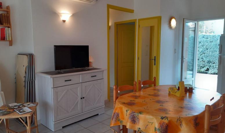 Gîtes de France - pièce à vivre - maison jaune
