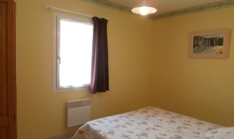 Gîtes de France - chambre lit en 160 maison jaune