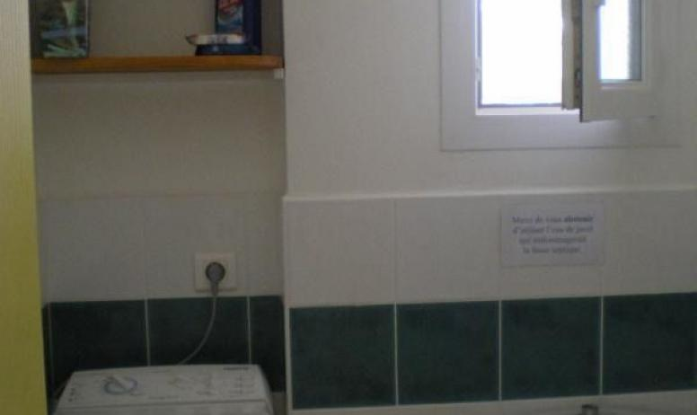 Gîtes de France - toilette maison jaune