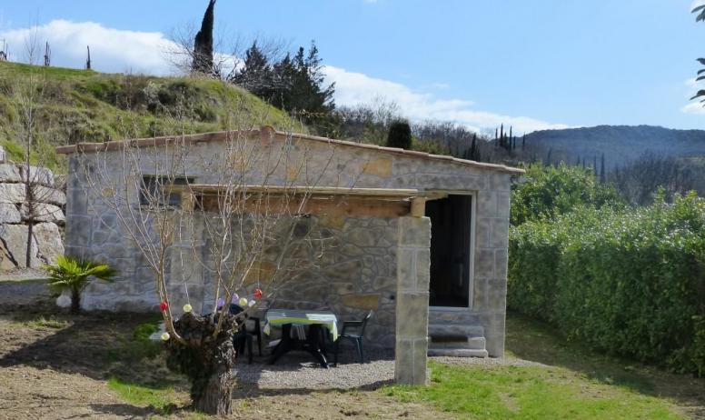 Gîtes de France - Jardin et pergola du gite