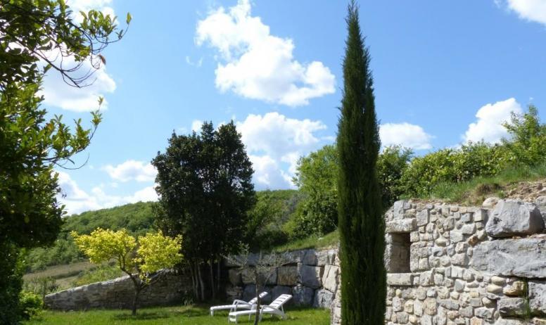 Gîtes de France - jardin arboré du gite