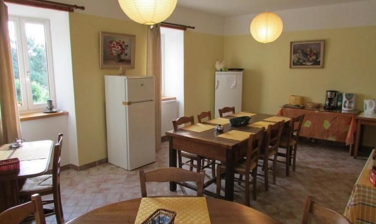Gîtes de France - Salle à manger avec micro-ondes et réfrigérateurs à disposition des hôtes