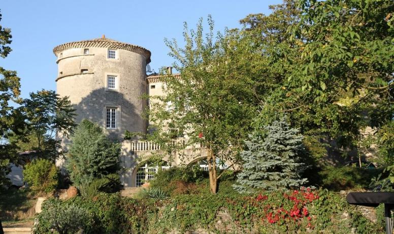 Gîtes de France - Le chateau vu de la piscine