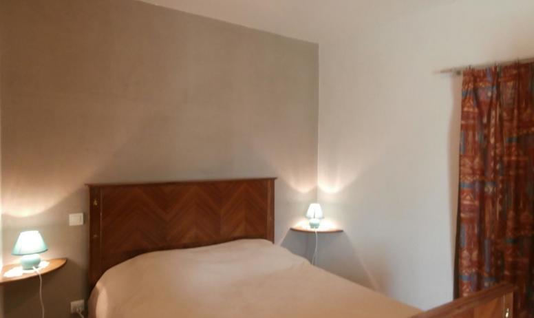 Gîtes de France - Chambre équipée d'un lit en 140 cm X 190 cm