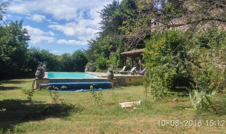 Gîtes de France - piscine partagée vue latéral