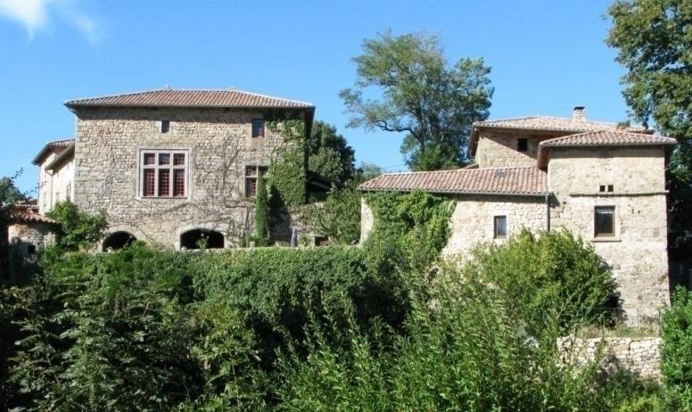 Gîtes de France - Vue sur château, gîte à droite