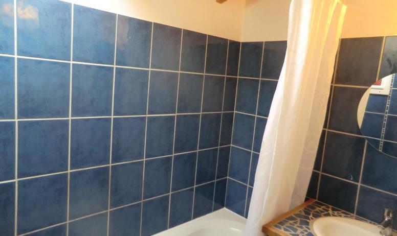 Gîtes de France - la salle de bains de l'étage