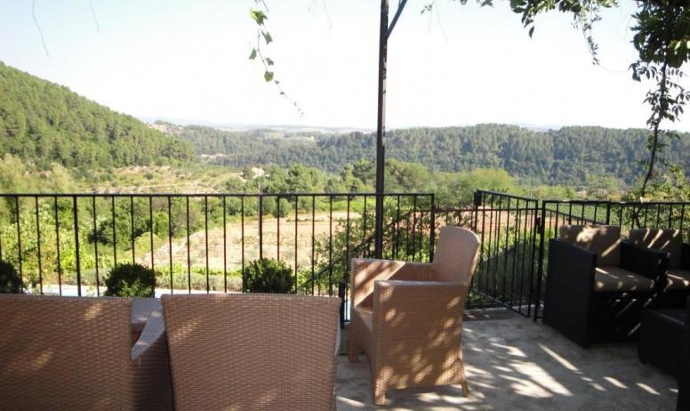 Gîtes de France - terrasse ombragée petit déjeuner