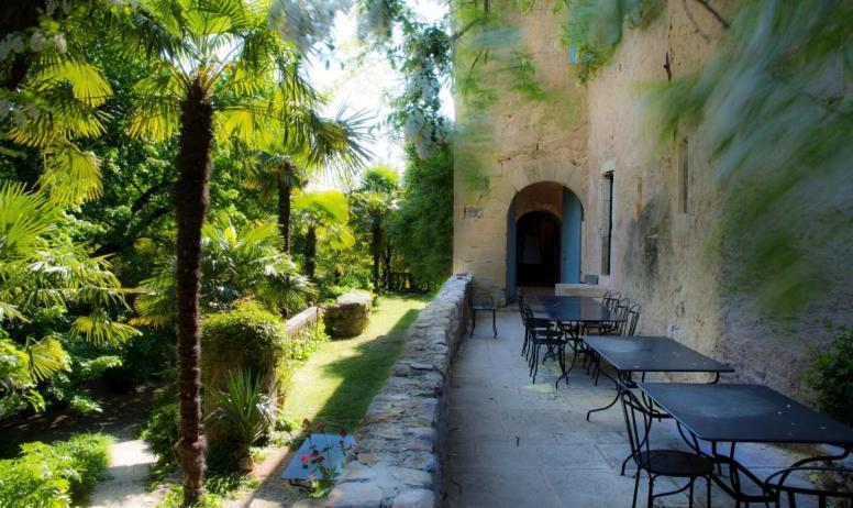 Gîtes de France - Au Château d'Uzer, les terrasses pour de généreux (grands) petits-déjeuners et les dîners festifs...