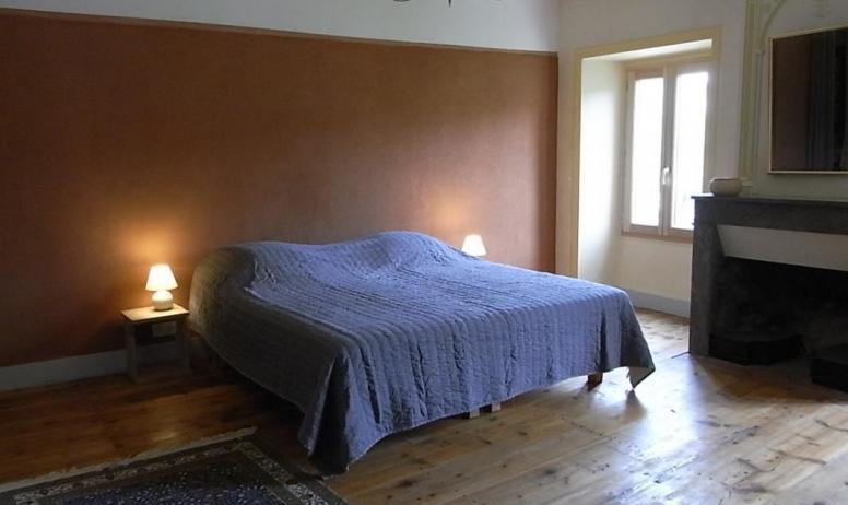 Gîtes de France - Chambre familiale comprenant 2 chambres et une salle d'eau avec wc privés