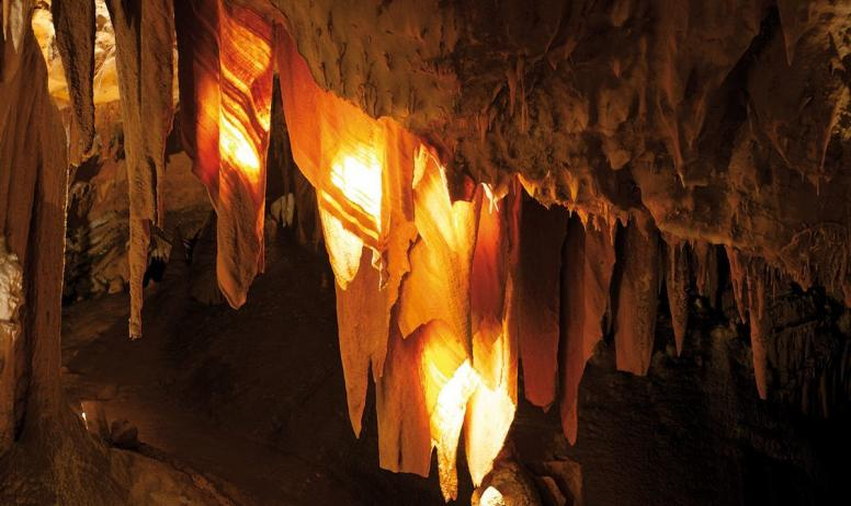 - Grotte de la Madeleine