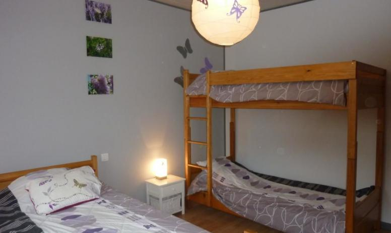 Gîtes de France - Chambre 3 personnes avec 2 lits superposés.