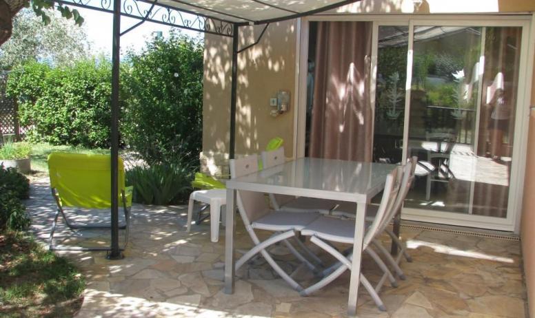 Gîtes de France - Repas à l'extérieur avec barbecue électrique