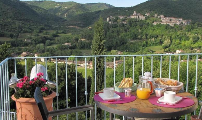 Gîtes de France - Déjeuner en terrasse