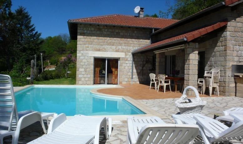 - vue complète villa + piscine