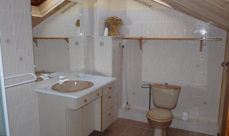 - salle de bains étage