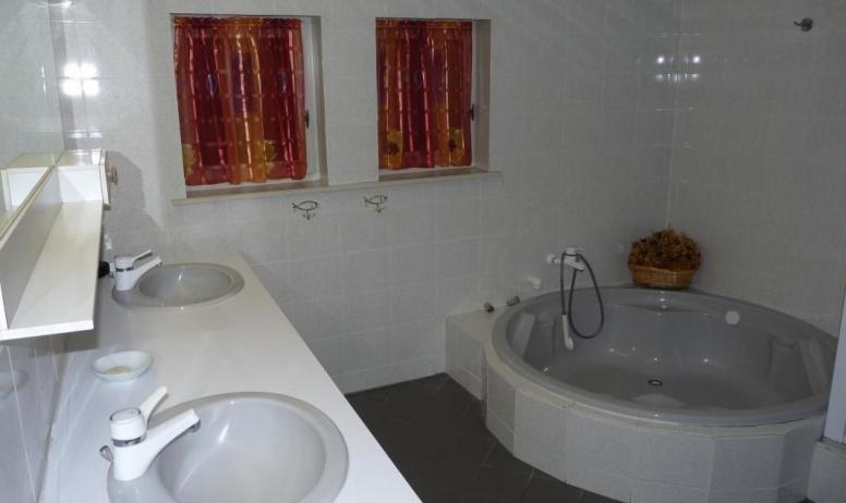 - salle de bains rdc