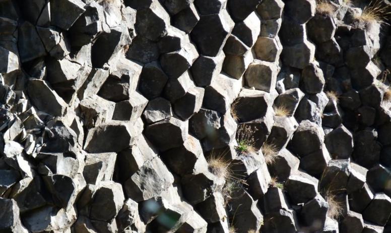 SITHERE - Prismes basaltiques sur une coulée