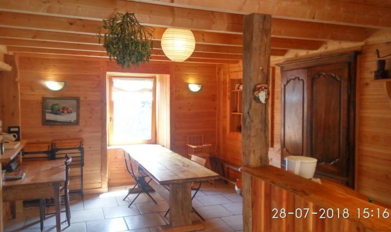 Gîtes de France - vue de la cuisine depuis la porte de la partie Oratoire