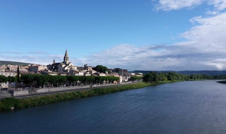 Office de Tourisme du Rhône aux Gorges de l'Ardèche - Une ville au bord du fleuve Rhône