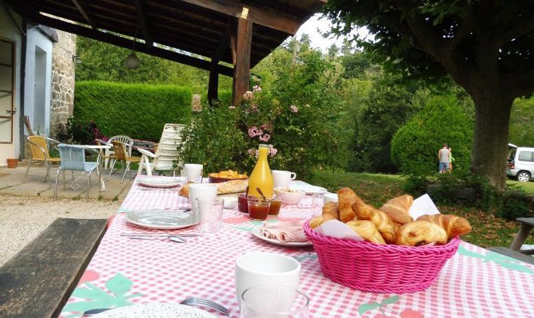 © Les Blaches - Le petit-déjeuner en terrasse