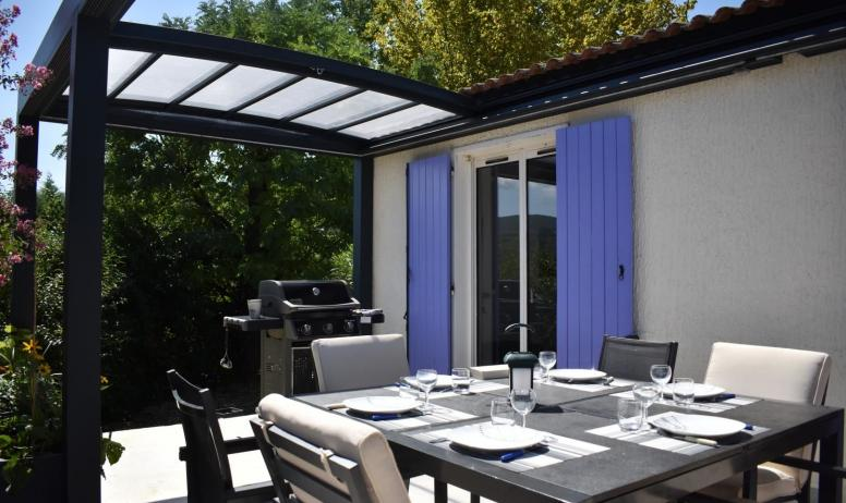 Gîtes de France - la pergola et son toit ouvrant