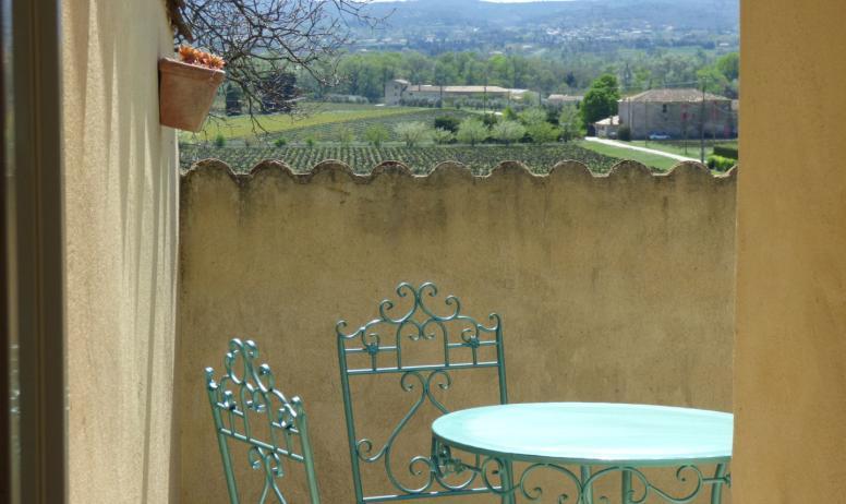 Michel Taillard - Terrasse privative avec vue sur le vignoble
