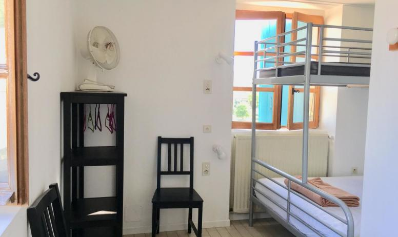 Gîtes de France - chambre 1 (premier étage)avec douche et évier